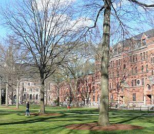 Yale_University_Old_Campus_04-300x262